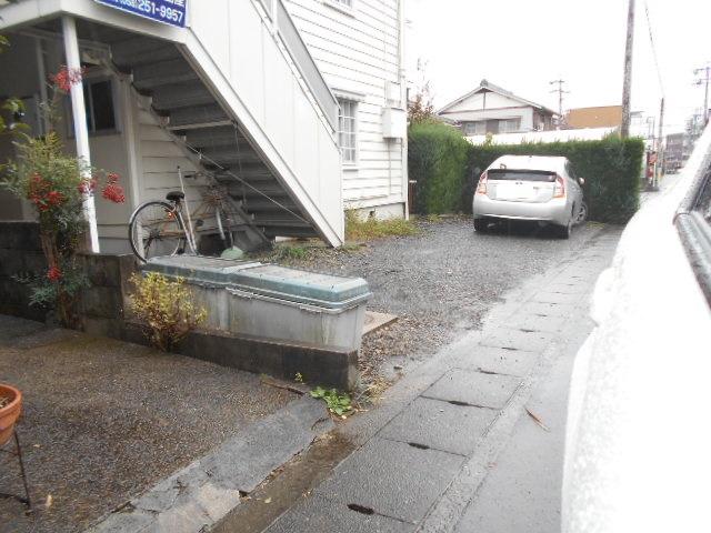 タウニー大縄場 202号室の駐車場