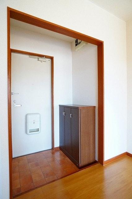 ハイツいずみ 02010号室の玄関