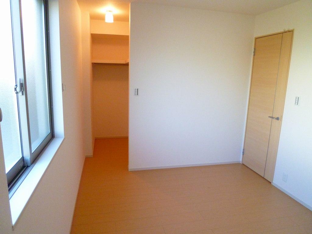 ルーエ・S 01010号室の居室