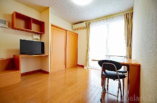 レオパレスマルミヤ 104号室のリビング