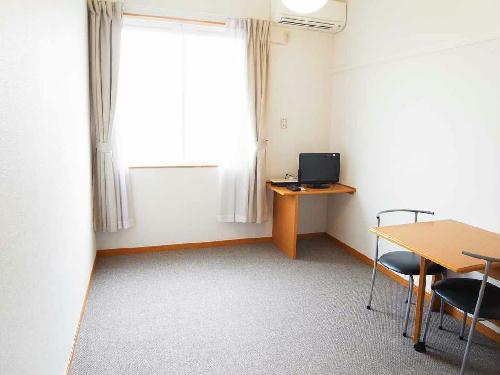 レオパレスコーワ ビレッジ 206号室の居室