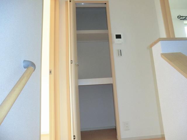 シャンゼリゼ B 02010号室の収納