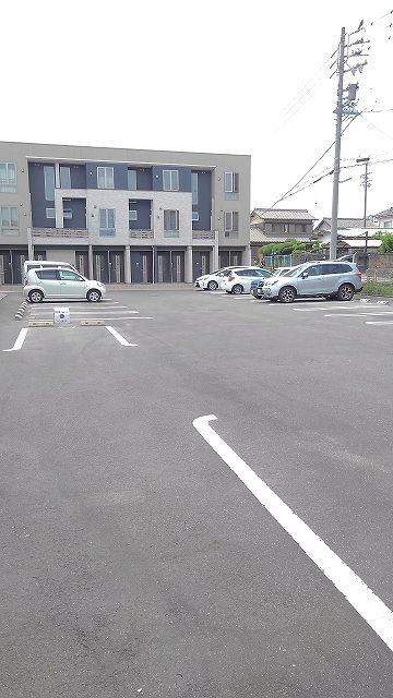 アンセム 01020号室の駐車場