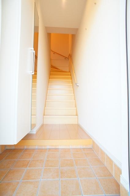 ブランカA 02010号室の玄関