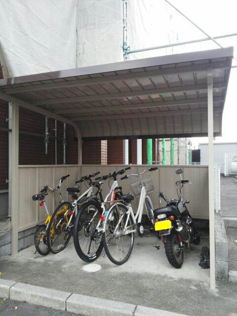 ペルペートⅢ 01020号室の駐車場