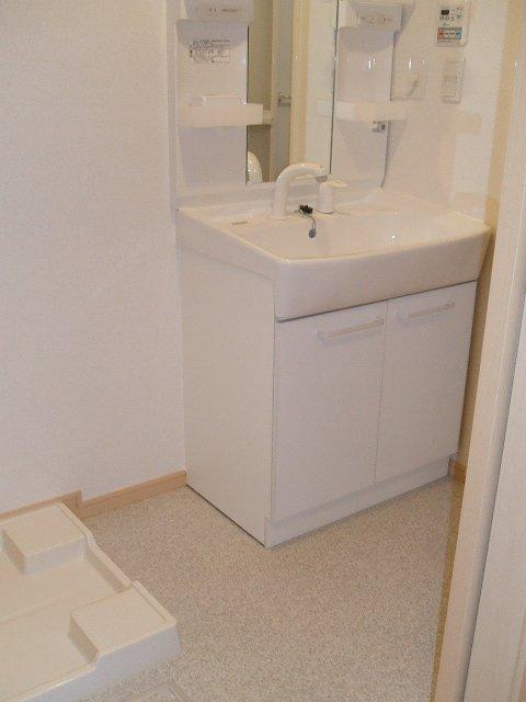 ラヴィアンローズ北斗 02040号室の洗面所