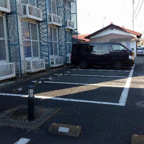レオパレスたちばな 102号室の駐車場