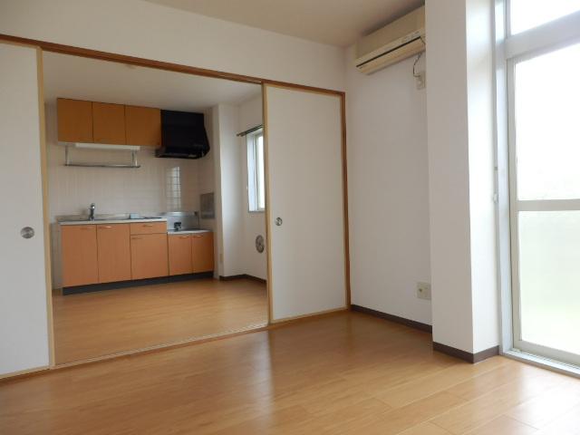 サウスヴィラ 01020号室のリビング