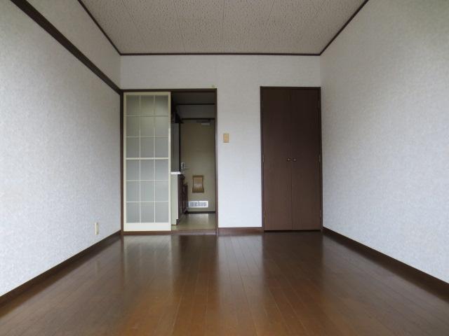 グランデュール本川越 205号室のリビング