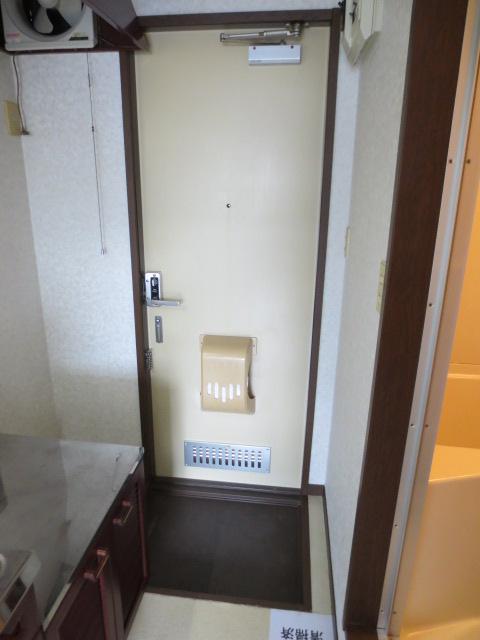 グランデュール本川越 205号室のエントランス