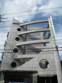 OKUNOビルの外観
