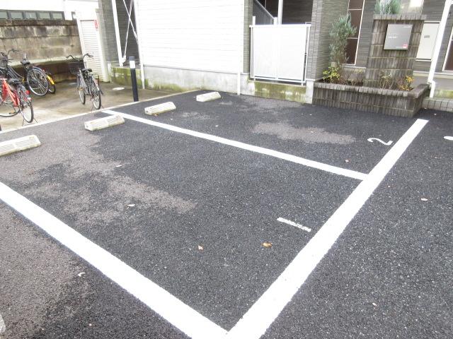 リブリ・キクエイ 102号室の駐車場