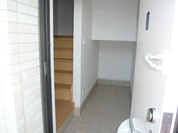 ラピス有松 03010号室の玄関