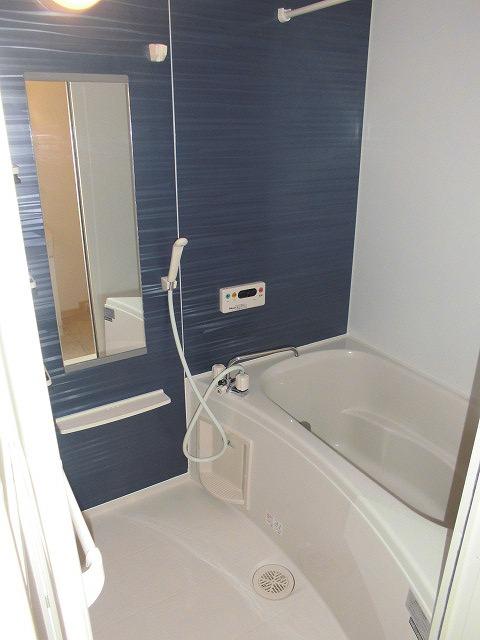 ソル レヴェンテ 01010号室の風呂