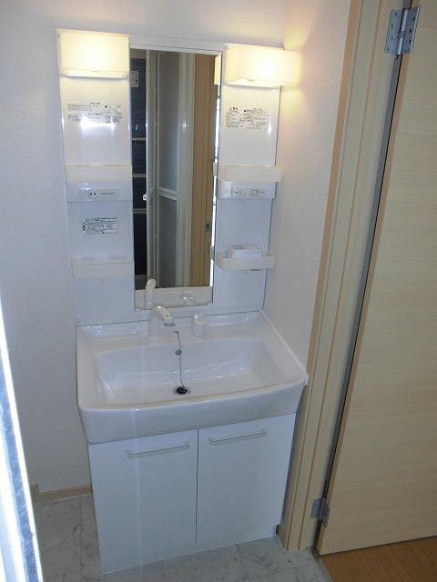 ソル レヴェンテ 01010号室の洗面所