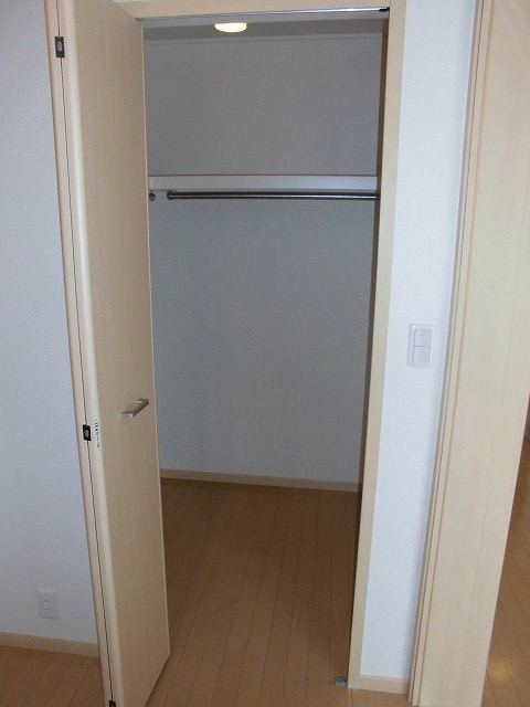 ソル レヴェンテ 01010号室の収納