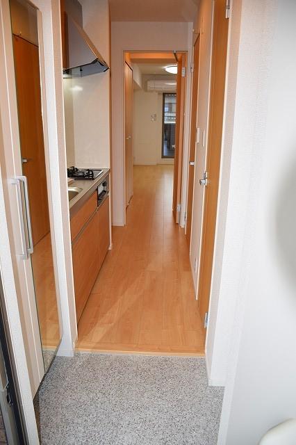 リバーサイド・大江 02050号室の玄関