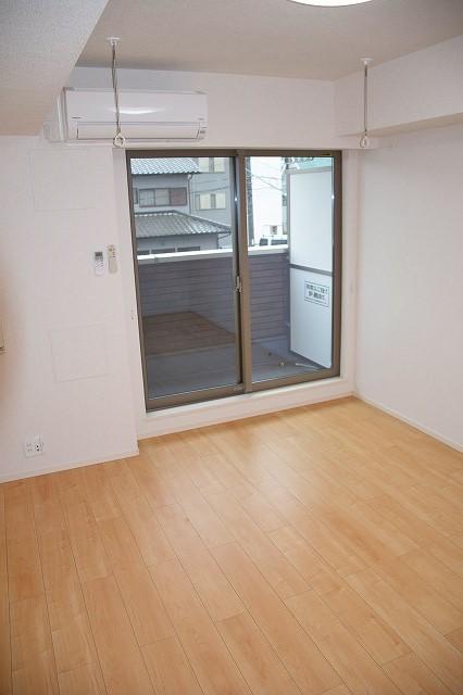 リバーサイド・大江 02050号室のリビング