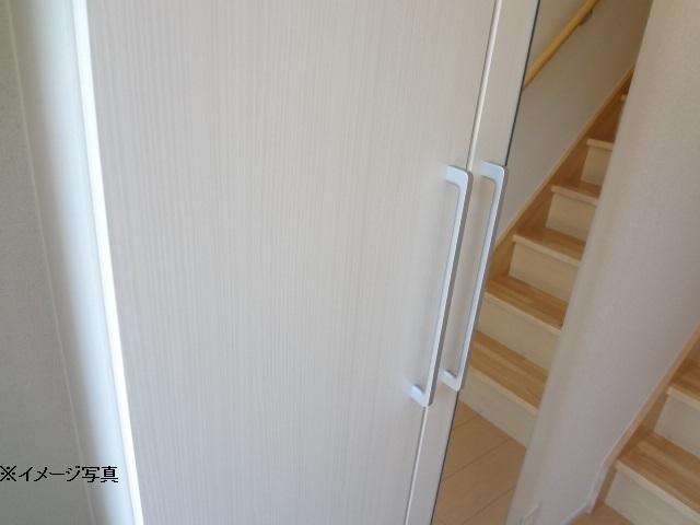 ティーズヴィラ八田 02010号室の玄関