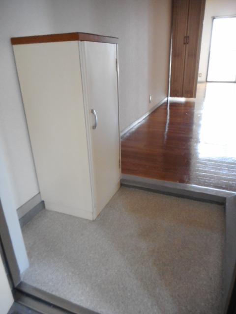 ニュープレジオ高畑 04020号室の玄関