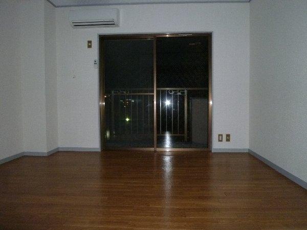 ニュープレジオ高畑 04020号室のベッドルーム