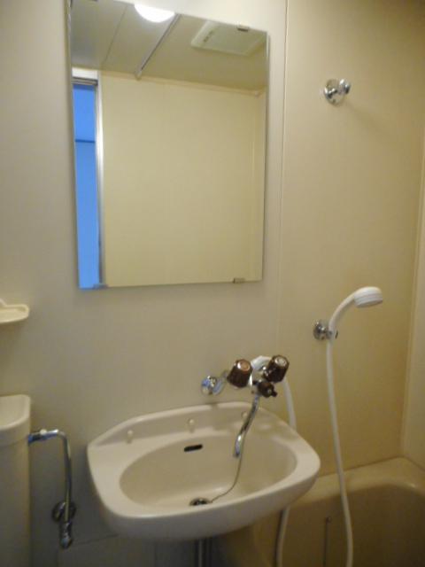 ニュープレジオ高畑 04020号室の洗面所
