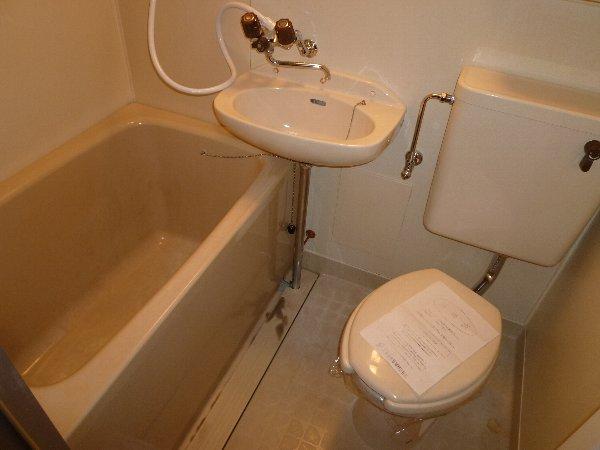 ニュープレジオ高畑 04020号室のトイレ