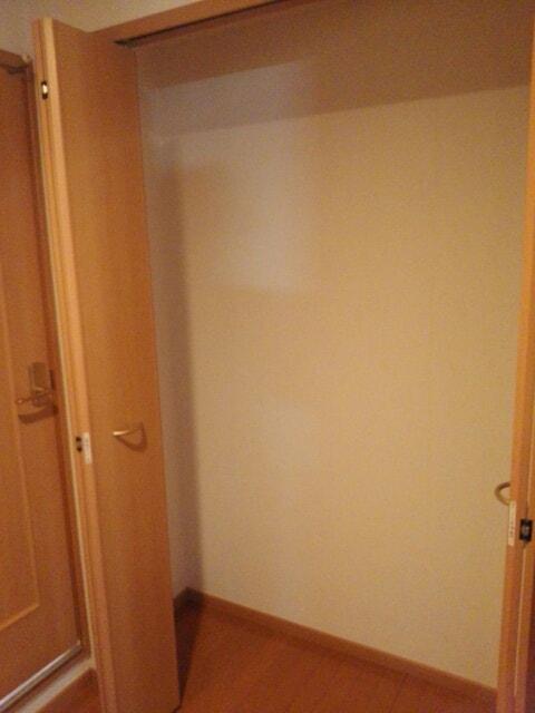 プリムローズ四条 06010号室の収納