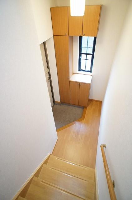 レフィナードB 02020号室の玄関