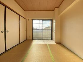 アークフラット 205号室の居室