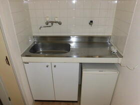 プラザ・ドゥ・クレール 102号室のキッチン