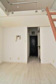 ベルシティー高砂 0104号室のリビング