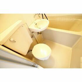 ホワイトハウス新栄 2C号室のトイレ