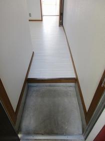 鈴蘭(スズラン)ハイツ 105号室の玄関
