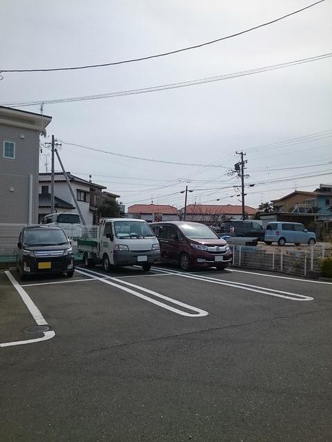 サンドミールA 02010号室の駐車場