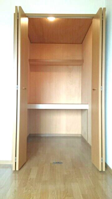 オーブリー 森 01020号室の収納
