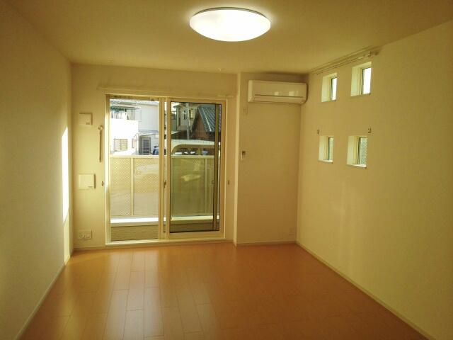 ポート泉佐野 A棟 01050号室のリビング