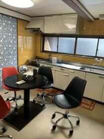 雅屋 2号室のキッチン