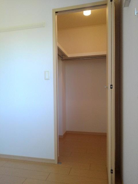 アルカンシエル・ド・ナナ Ⅱ 02020号室の収納