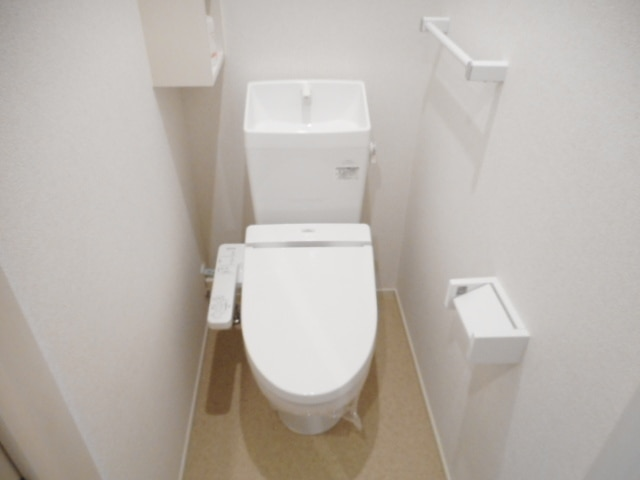 ブリーズ B 01010号室のトイレ