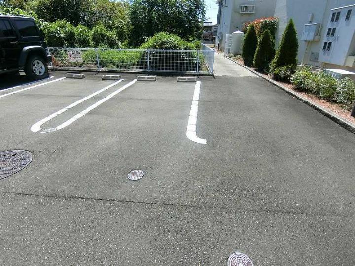 リバーサイドさくらB 02020号室の駐車場
