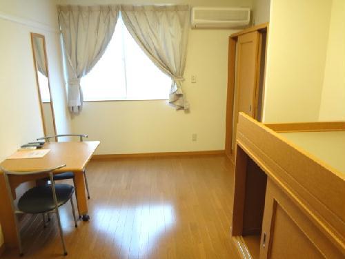 レオパレスフェアリー 114号室のリビング