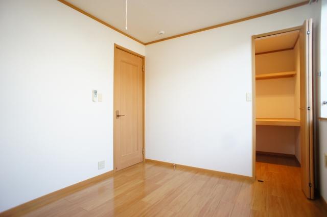 スプリング・ハイムSA 02010号室のベッドルーム