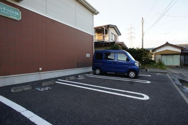 スプリング・ハイムSA 02010号室の駐車場