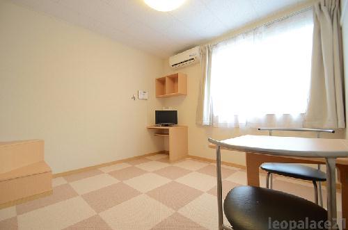 レオパレスMINAMIⅢ 205号室のベッドルーム