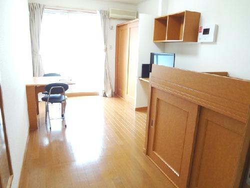 レオパレスエンジェルの館 102号室のリビング