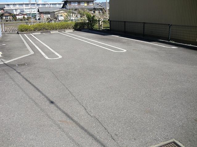 メゾン ソレイユA 01020号室の駐車場