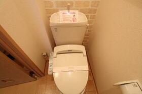 アドニス・フラット A/B B102号室のトイレ