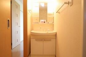 アドニス・フラット A/B B102号室の洗面所