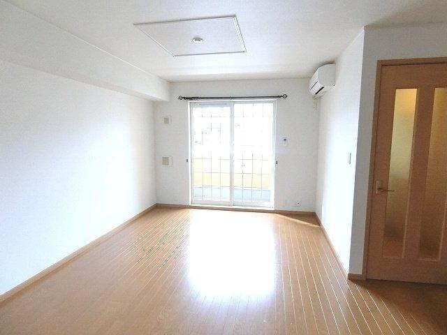 グラン ソレイユB 01030号室のリビング